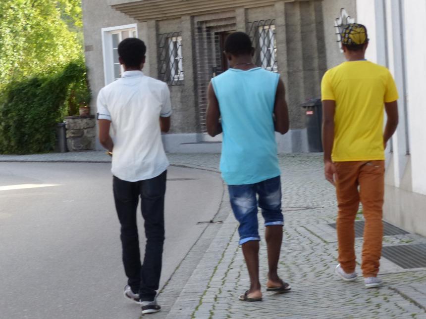 Maßnahmen nur für Inländer: Corona-infizierte Asylwerber dürfen sich frei bewegen