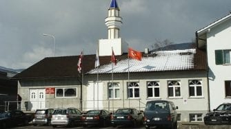 Good Chances For Swiss Campaign To Ban Muslims From Praying In Public