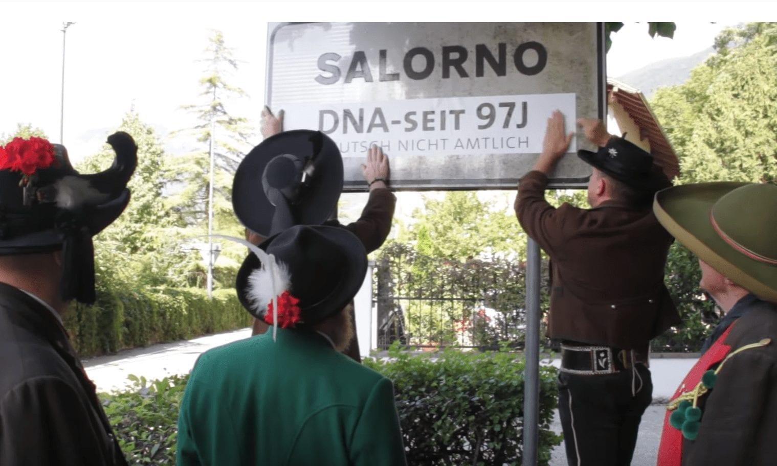 """""""DNA seit 97J"""": Südtiroler Schützenbund protestiert gegen Diskriminierung Deutschstämmiger"""