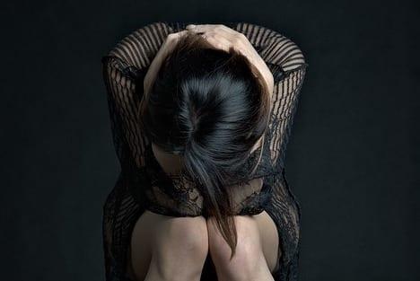 Frau und Angst
