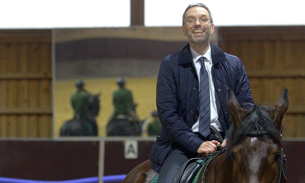 Herbert Kickl / Polizeipferde