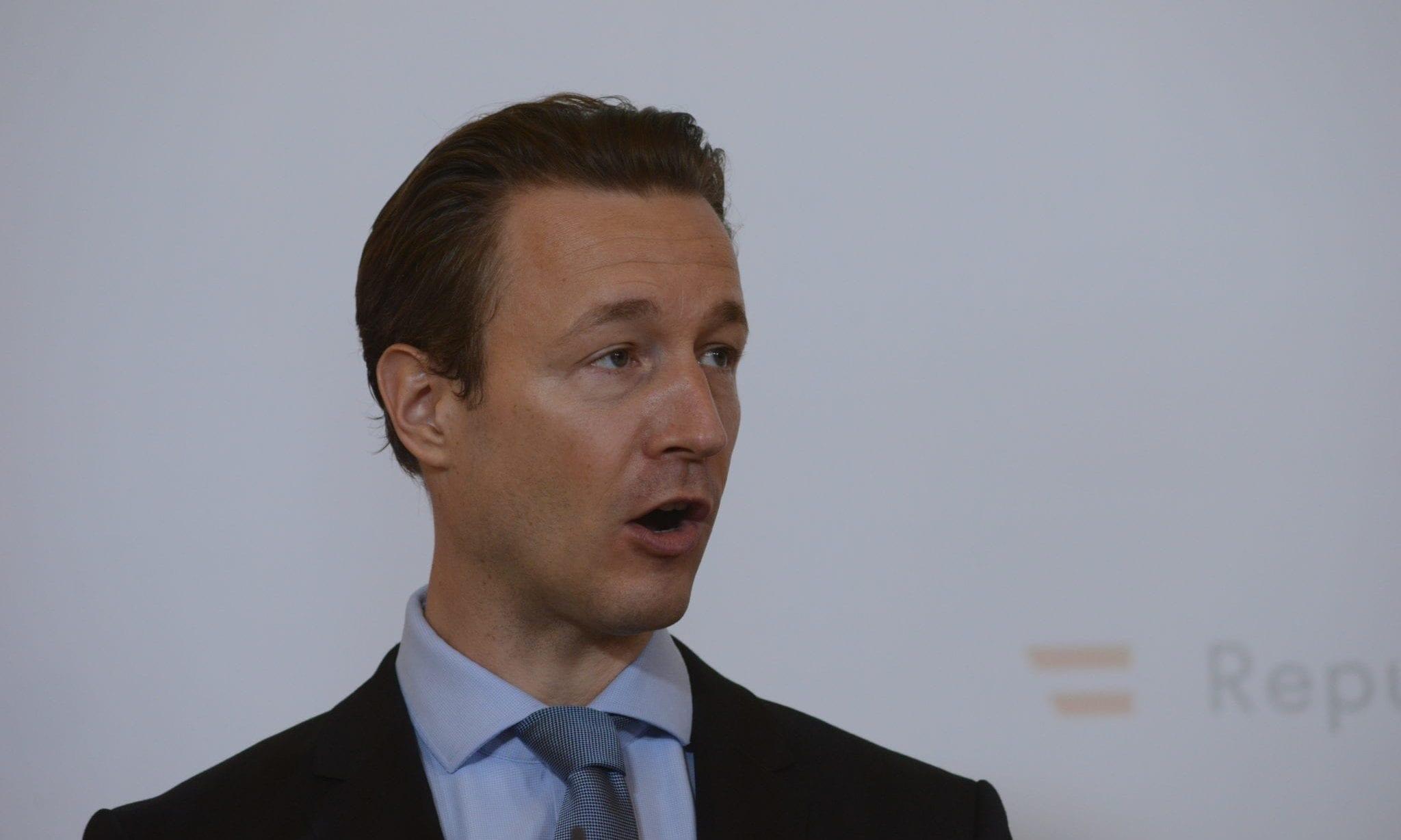 """""""Kindergeld"""": Blümel kennt nicht einmal Österreichs Familienleistungen"""
