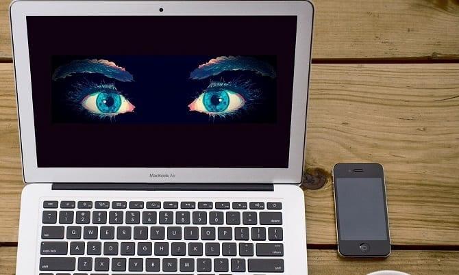 Spion am Laptop