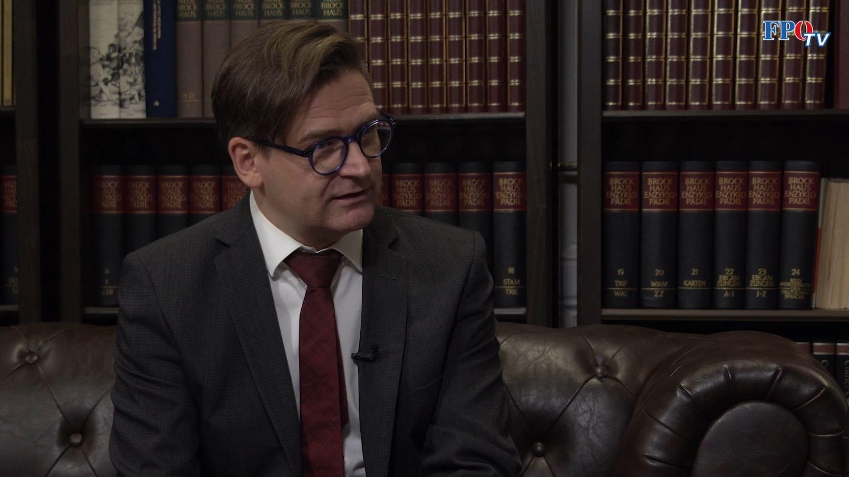 Dr. Alexander Scheer
