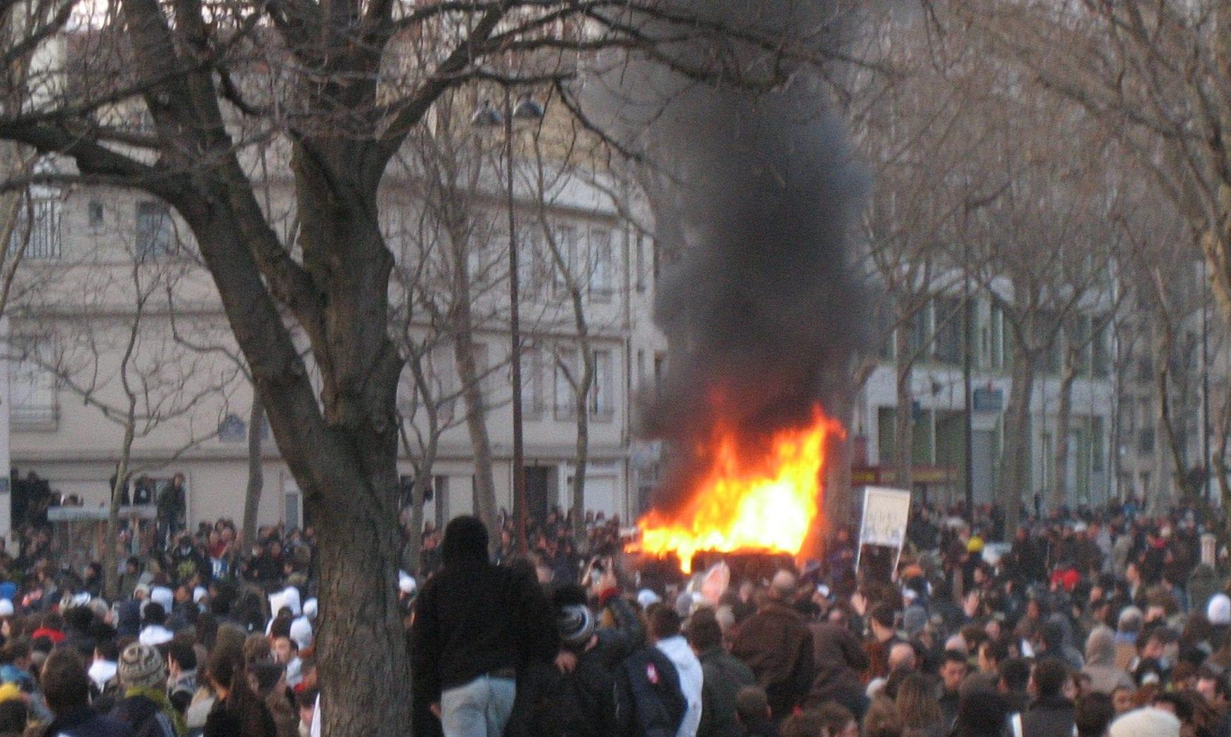 Demo / Auto brennt