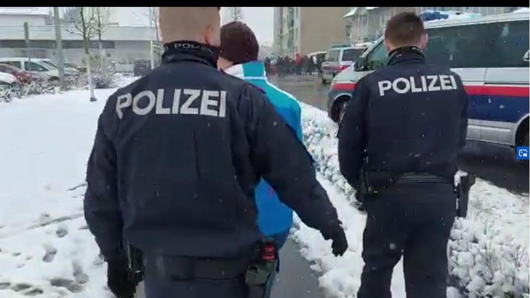 Polizei nimmt Frau fest