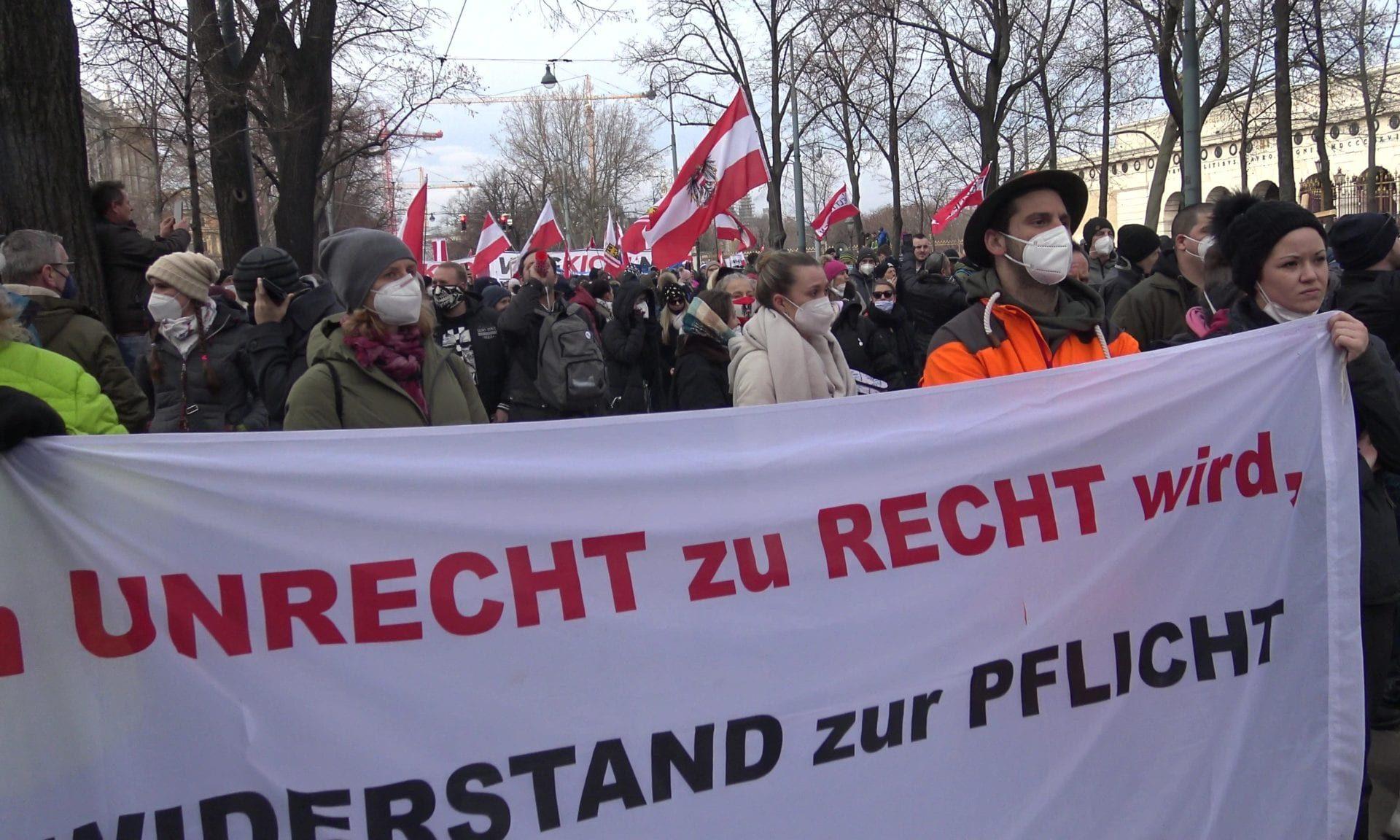 Das Volk ist nicht aufzuhalten: Tausende Bürger kamen trotz Demo-Verbot zur Kundgebung in Wien