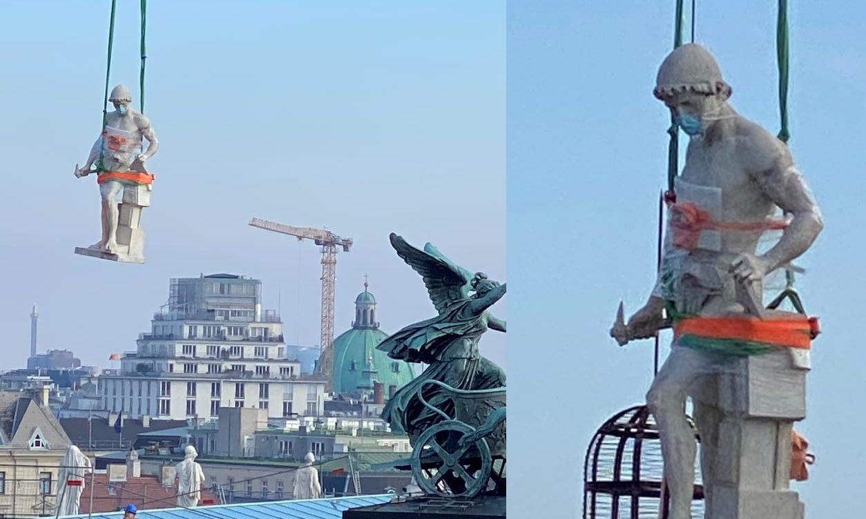 Parlamentsstatue mit Maske