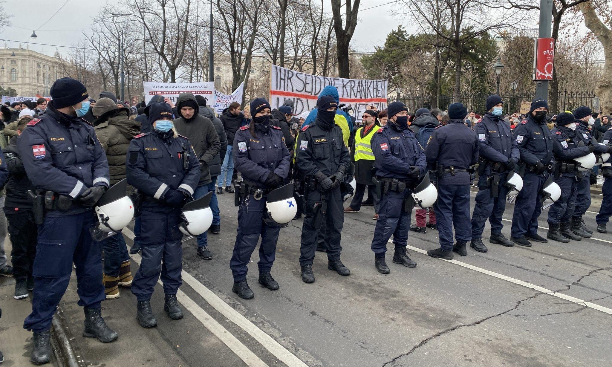 Polizei bei Demo