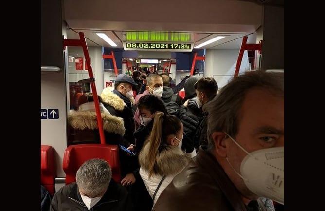 Menschen in S-Bahn