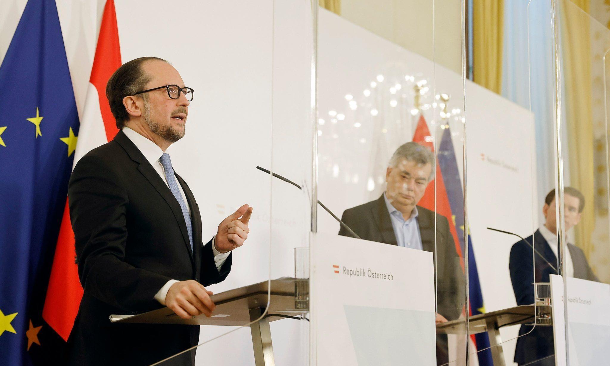 Bundesminister Alexander Schallenberg, Vizekanzler Werner Kogler und Bundeskanzler Sebastian Kurz