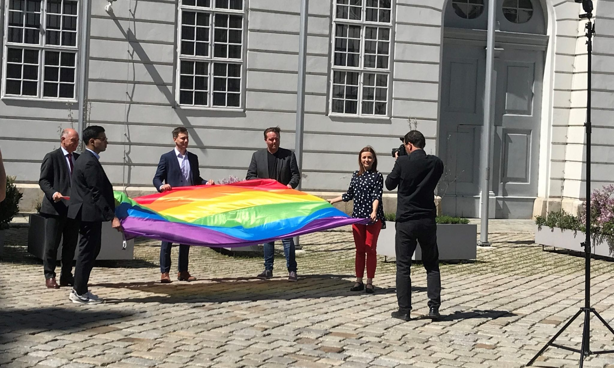 Regenbogenfahne / Parlament