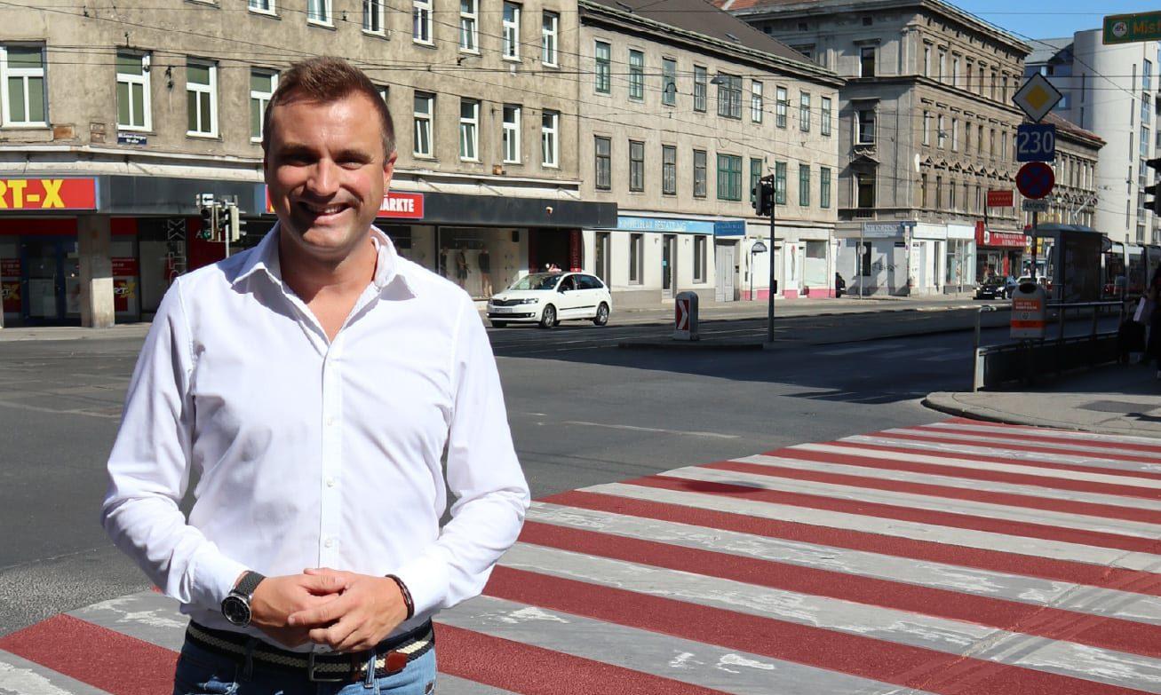 Christian Schuch / rot-weiß-roter Zebrastreifen