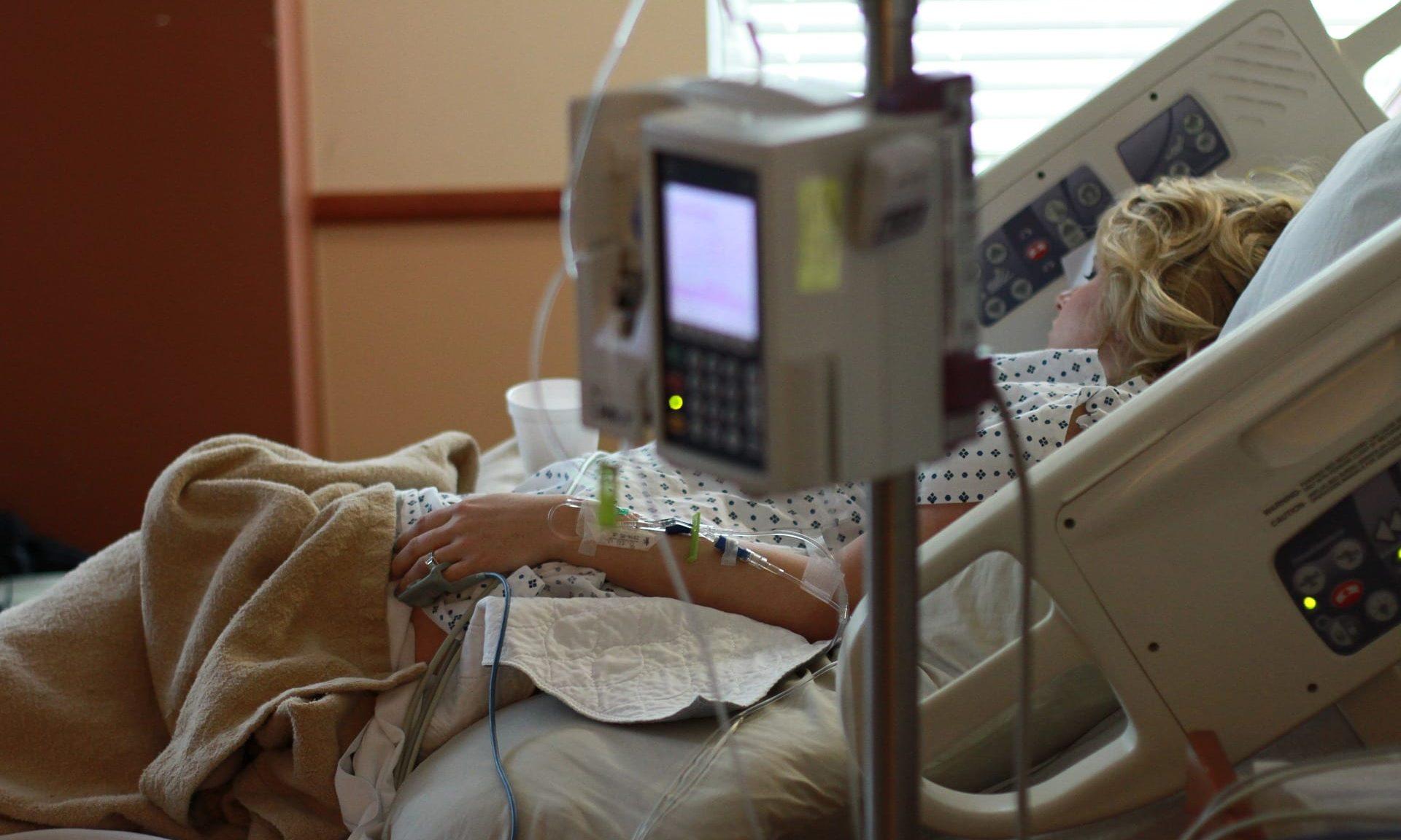 Spitalsbett mit Patient